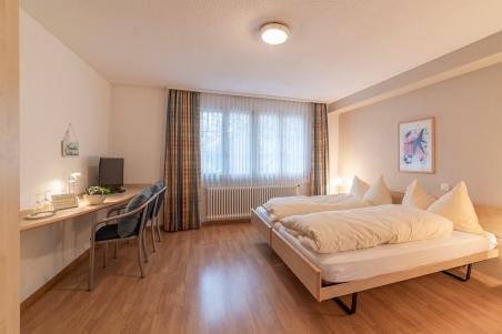 Doppelzimmer mit Sicht ins Grüne